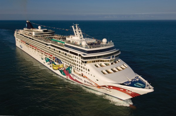 Norwegian Jewel to play host to Blake Shelton and Friends cruise